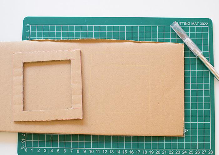 bricolage enfant, rapporter le cadre sur un bout de carton pour fabriquer encore des cadres photo, idée activité manuelle primaire facile