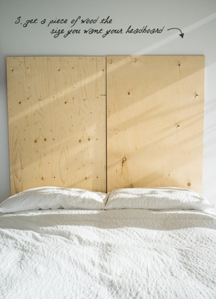 tete de lit a faire soi meme, déterminer la place des panneaux en bois, derriere le lit, bricolage facile et rapide