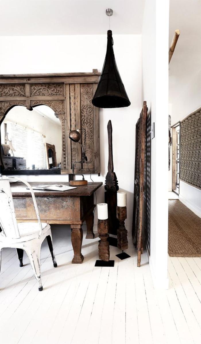 une combinaison ethnique chic de meubles récup et des pièces ethniques en bois
