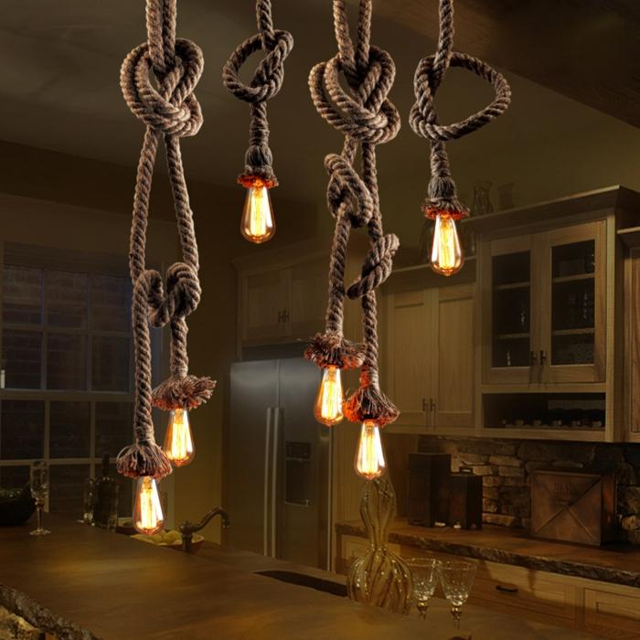 decoration industrielle, comptoir en bois massif, réfrigérateur double, commode de cuisine en bois, corde lumineux