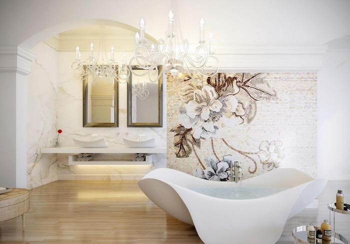 salle de bain design, plancher en bois, baignoire blanche, décoration morale à motifs floraux, déco avec plâtre