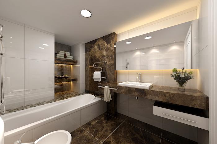idee salle de bain, étagère pour serviettes de bain, dallage marron, bouquet de fleurs, porte-serviette métallique
