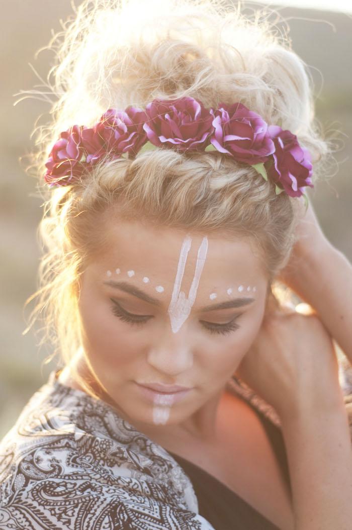 maquillage carnaval, flower child, dessin sur le visage, accessoire cheveux avec fleurs, femme hippie