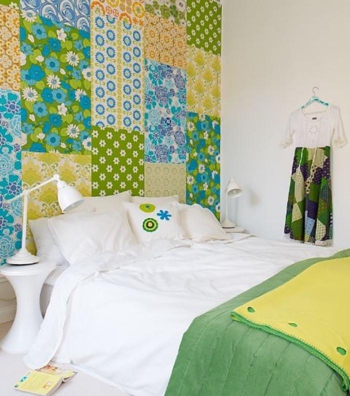 fabriquer une tete de lit, pièces des rectangles de papier peint floral, motif patchwork, linge de lit blanc et couverture verte