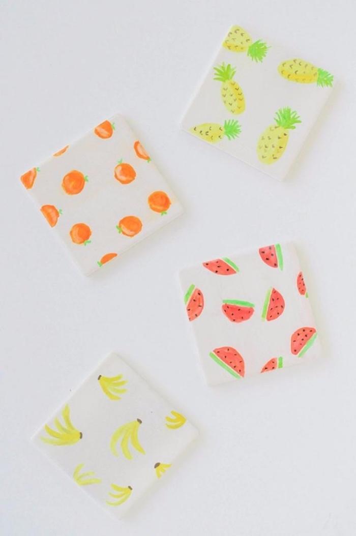 activite manuelle, des sous verres en carreaux customisés à motifs de fruits, ananas, pasteque, oranges, bananes, bricolage été
