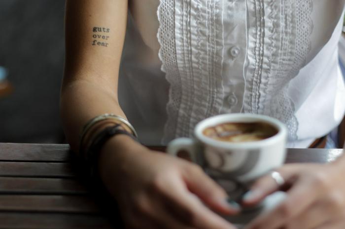 Styles tatouages tattoo coeur simple taouage etoile boire du café