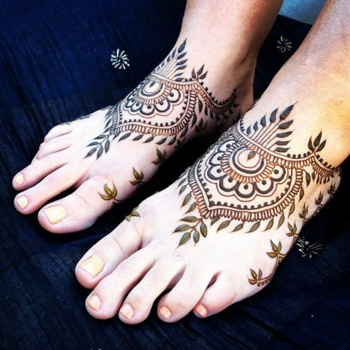 dessin henné, symboles indiens tatoués au henné, feuilles et figures géométriques