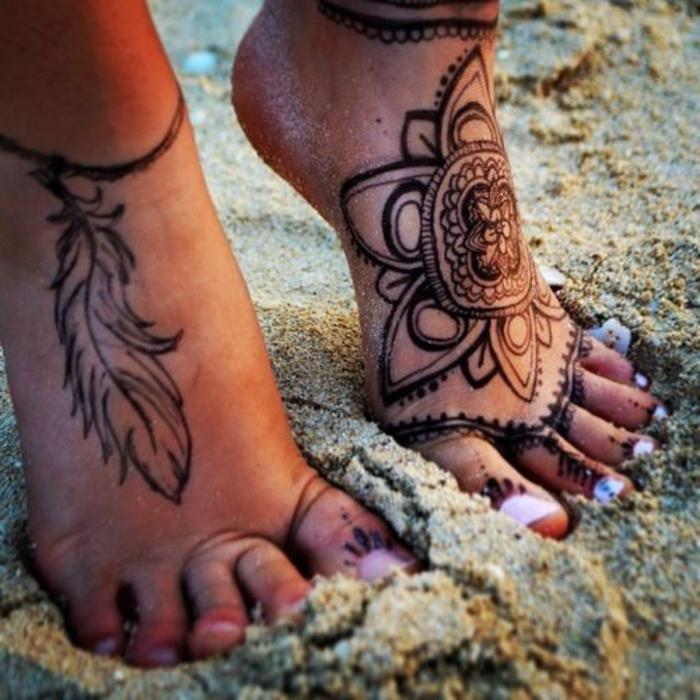 dessin henné, fleur et plume, motifs populaires ethniques pour les tatouages temporaires