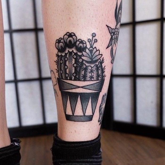 Tatouage bras complet old school tatouage americain idée tattoo