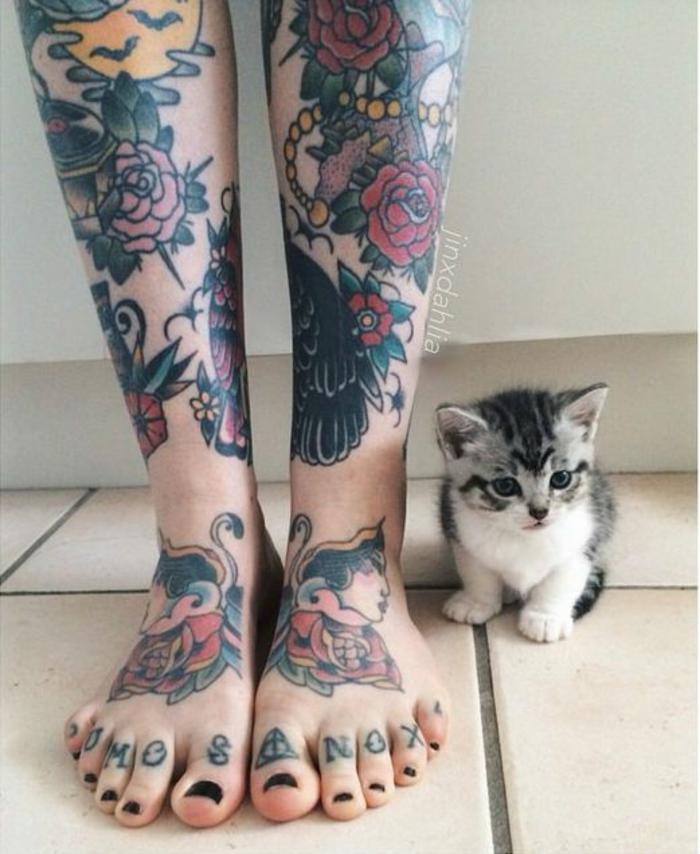 Type de tatouage chouette signification tatouage fleurs roses sur pieds et un petit chaton