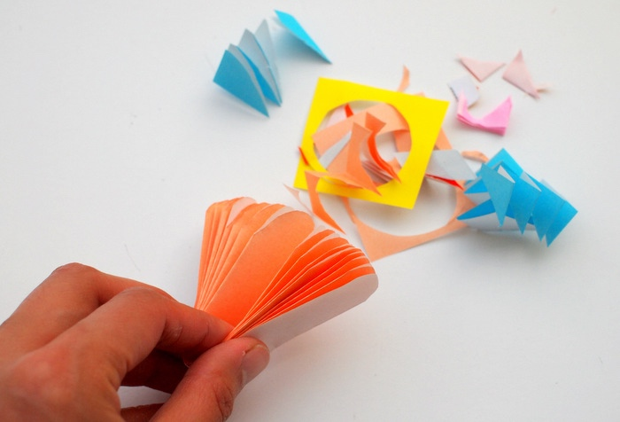 entailler les bouts de papier pour fabriquer une fleur en papier coloré soi meme, idée de bricolage enfant facile, créatif