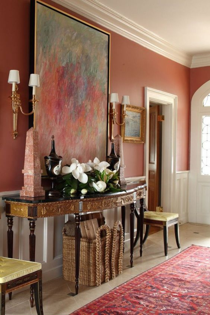 déco de luxe de style baroque rendue encore plus somptueuse grâce à la peinture couleur dynamique qui rappelle le pigment naturel terre de sienne