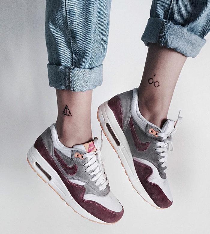 Fantastique tatouage pour femme tatouages femme pieds harry potter tatouages