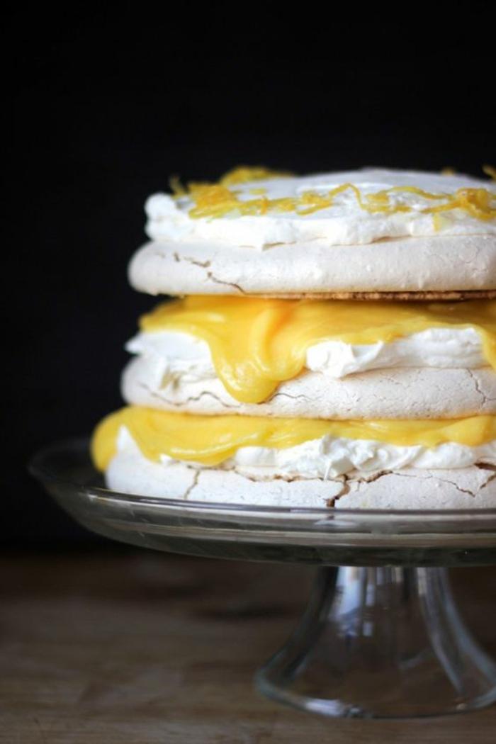 recette de pavlova à la crème de citron et au mascarpone, gâteau meringué australien à étages