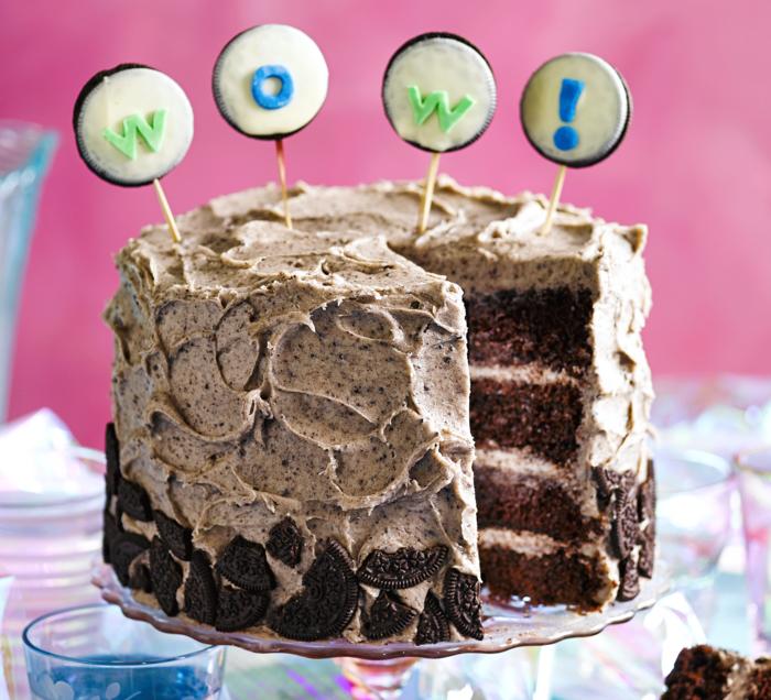 recette de gateau d'anniversaire façon sponge cake au nappage de fromage en crème et biscuits oreos