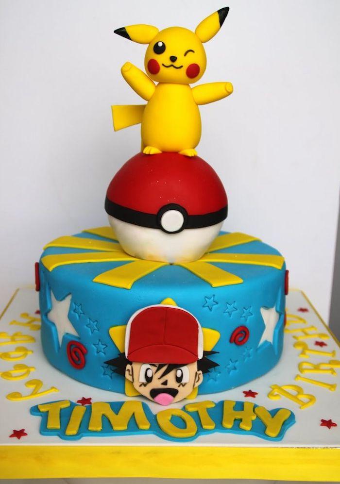 anniversaire theme pokemon, figurine sasha en pâte d'amande, génoise au vanille, figurine pikachu, pokéball
