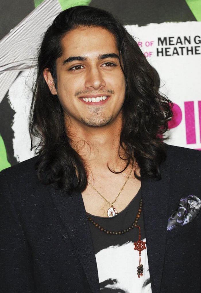 idée coupe de cheveux homme brun coiffure long modele mannequin