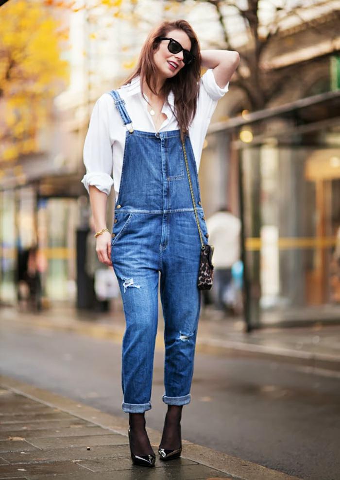 Quoi mettre avec un short en jean salopette tendance été 2017 chemise blanche et salopette jean bleu