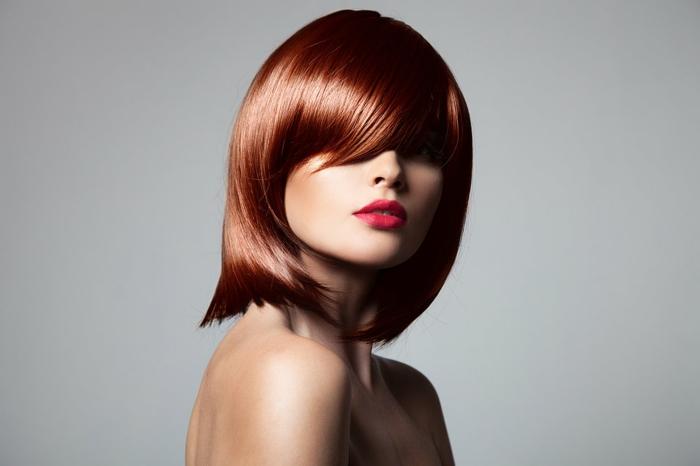 couleur de cheveux, lèvres rouges, coupe carré femme, comment choisir sa couleur de cheveux, cheveux cuivré