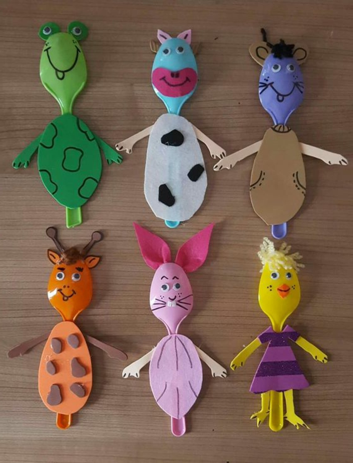idée activité manuelle primaire, des cuillères en plastique, transformés en animaux de la ferme, motifs en papier
