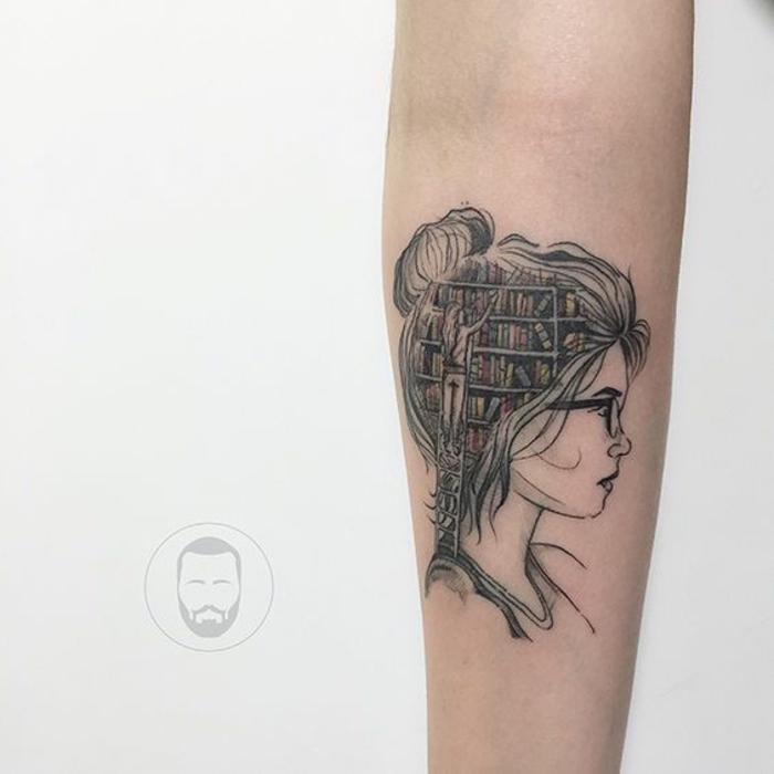 Magnifique tatouage livre amoureuse fille jolie tatouage livres bibliothèque