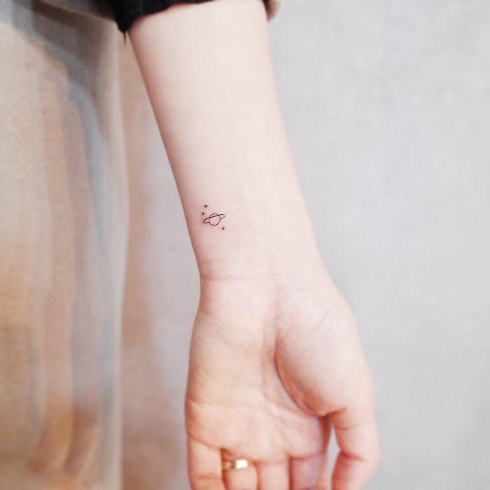 Beaux tatouages idee de tatouage pour femme idée les planètes