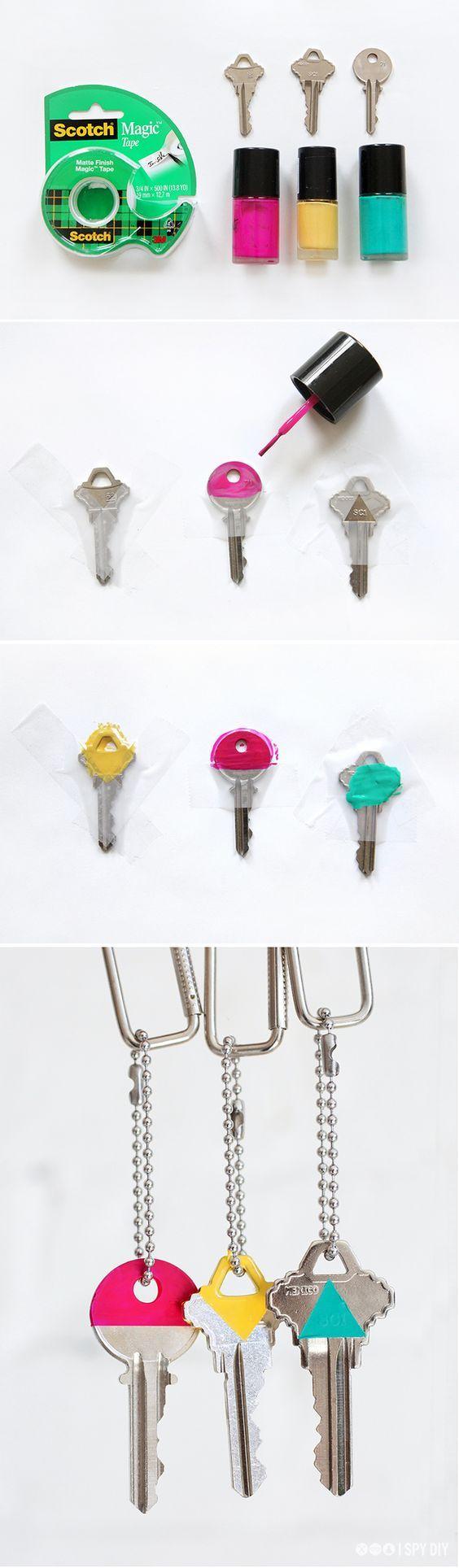 décorer ses clés de vernis à ongles, moifs géométriques, couleurs diverses, technique bricolage, activité créaive adulte
