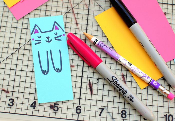 idée comment dessiner un motif chat sur la marque page colorée, activité manuelle primaire maternelle, bricolage facile