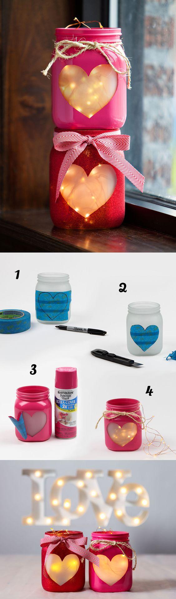 fabriquer un bougeoir en pot en verre, repeint en rose, motif fenêtre en forme de coeur, guirlande lumineuse dedans, luminaire, éclairage romantique, activité manuelle adulte