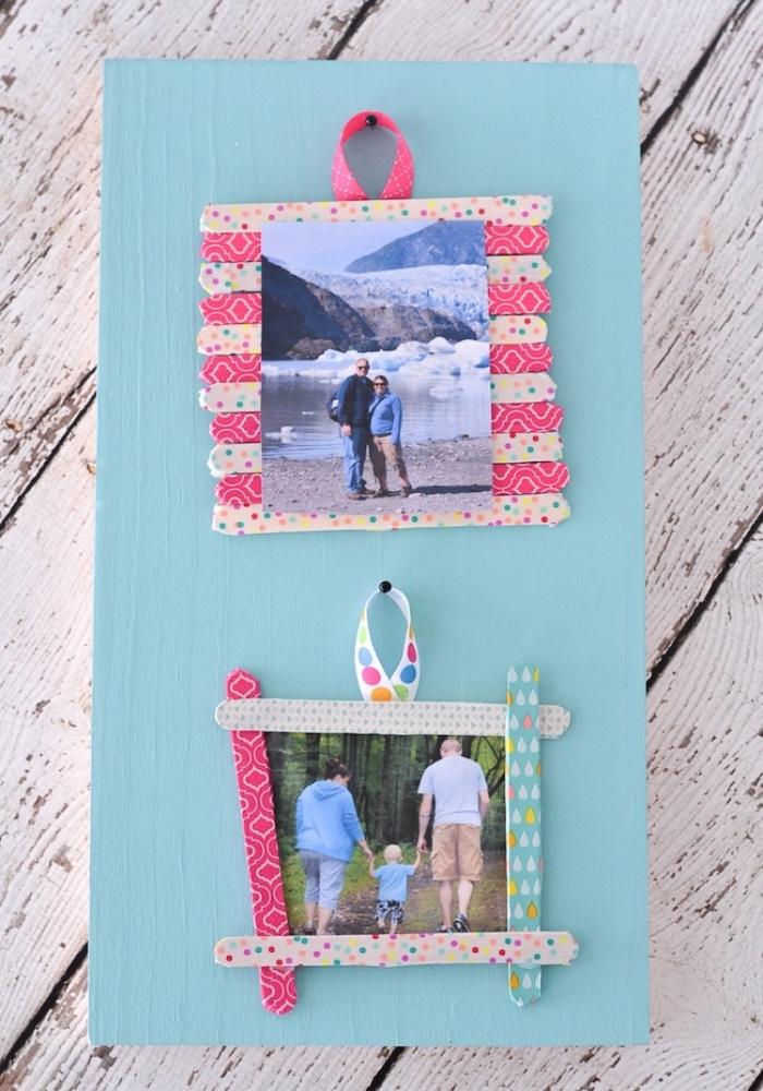 bricolage enfant, acitivé manuelle primaire, maternelle, diy cadre photo en batonnets de glace, decoration washi tape, photos de famille