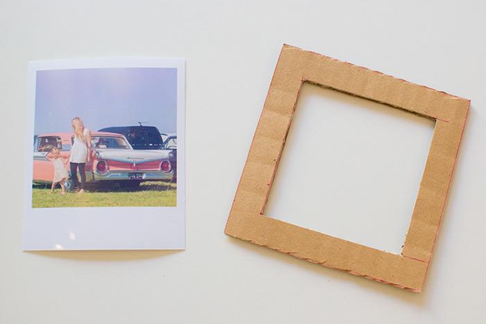 idée comment fabriquer un cadre photo facile en carton et laine, découper un carré en carton, activités manuelles pour enfants