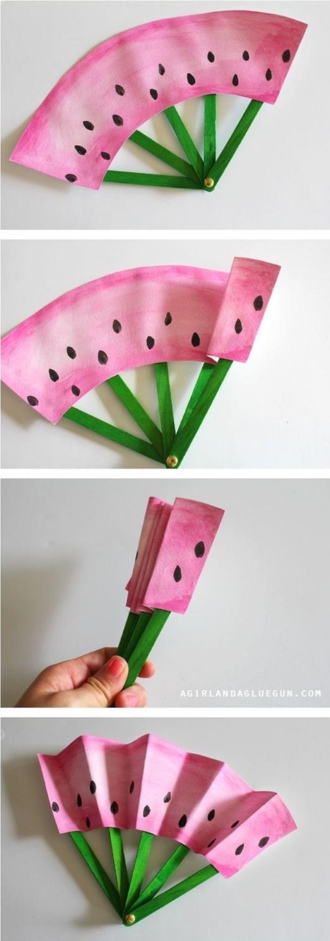 idée pour faire un éventail soi meme, plier le papier en accordéon, décoré à motifs pastèque, des batonnets de glace, bricolage enfant, activité manuelle primaire
