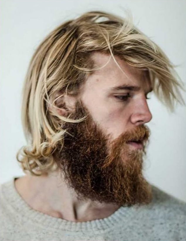 homme cheveux mi long blond avec barbe hipster style scandinave