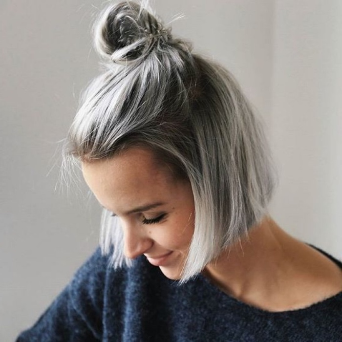 Balayage blond polaire gris - Tie and dye carre plongeant court ...