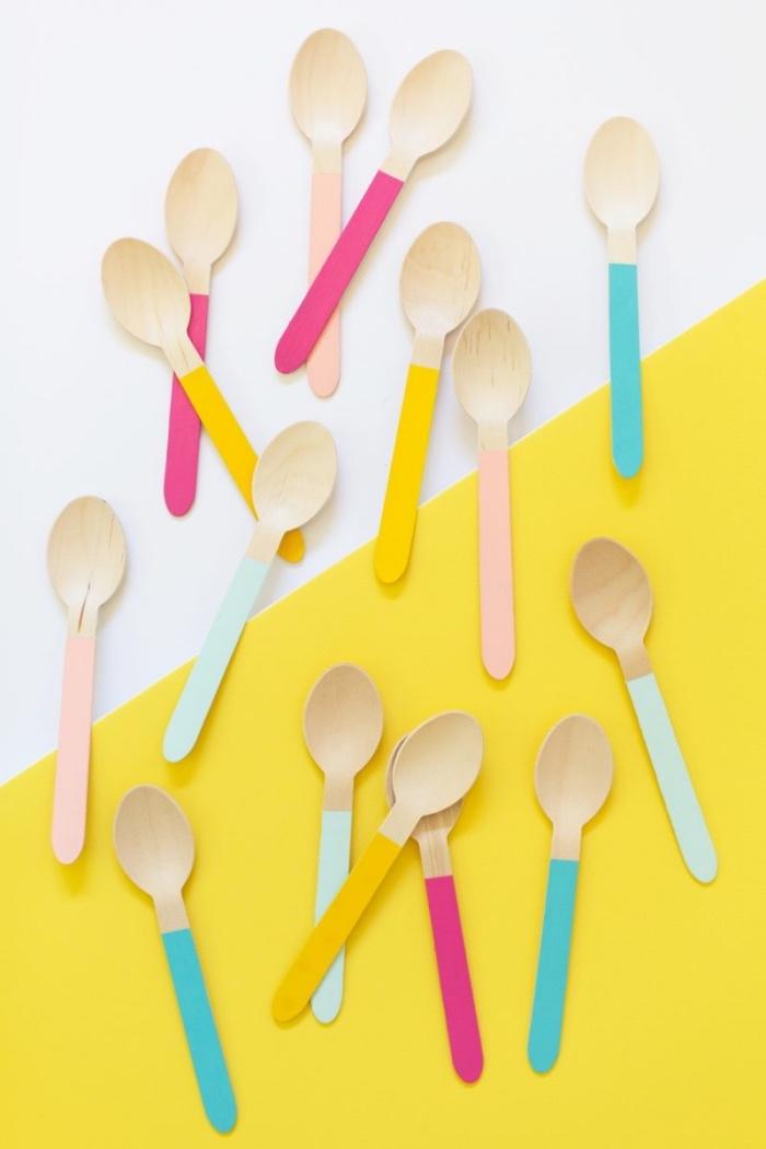 comemnt fabriquer des cuillères à glace en bois customisés, peinture couleurs diverses, activite manuelle, bricolage enfant