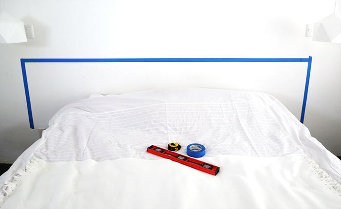 faire une tete de lit projet de bricolage facile, peindre un mur motif géométrique, masking tape, photo cadre en washi tape