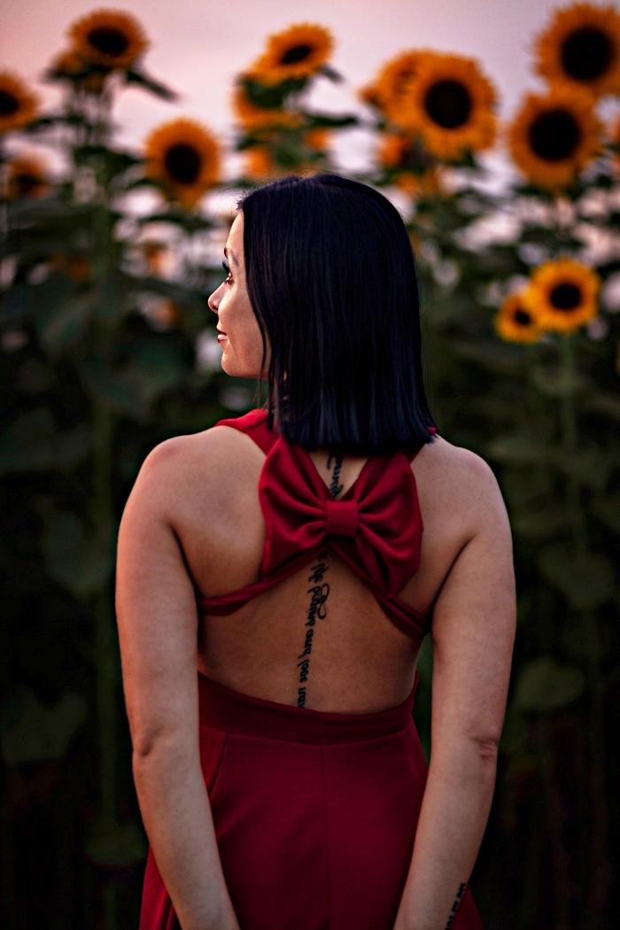 modèle de tatouage écriture vertical sur la colonne vertébrale, les plus beaux tatouages femme à se faire tatouer sur le dos