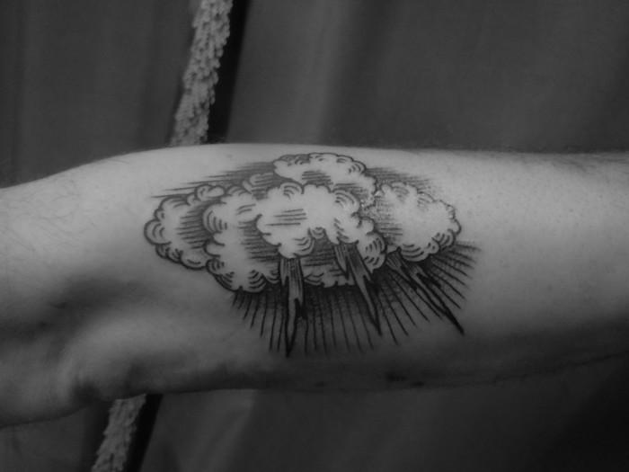 tatouage de nuage avant bras modele tattoo manchette tempete