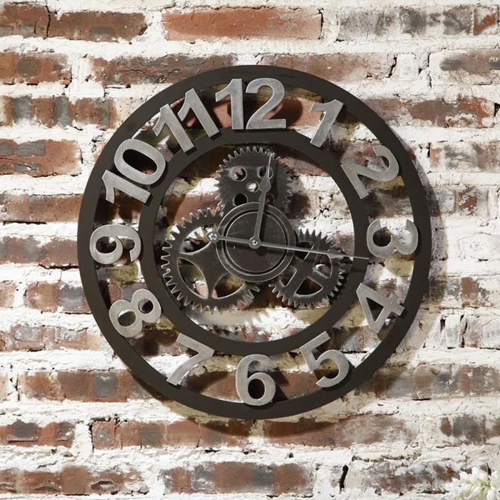 deco industrielle, murs en briques, objet décoratif, horloge avec mécanisme, horloge en fer et métal