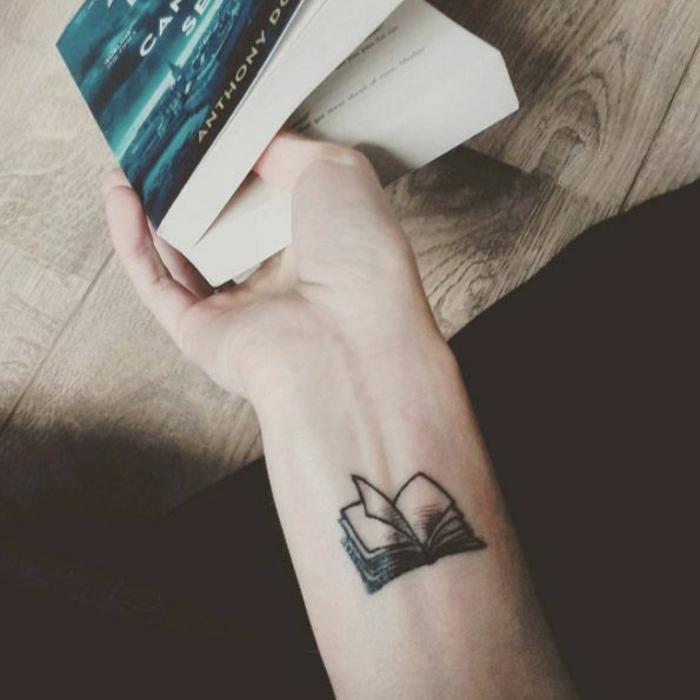 Quel model de tatouage pour femme tatouage femme modele livre