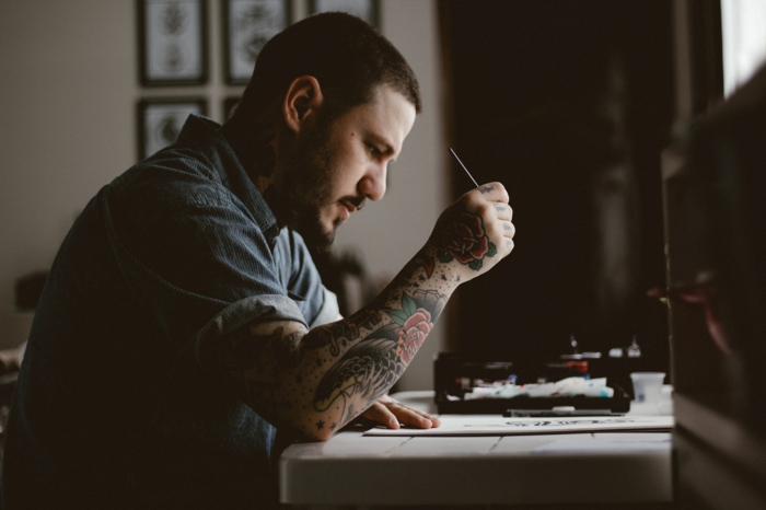 Tatouage homme épaule tatouage flanc femme tatouage bras entier