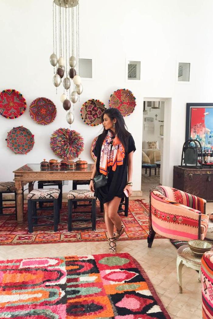 déco ethnique chic de style marocain, déco murale en paniers tressés colorés