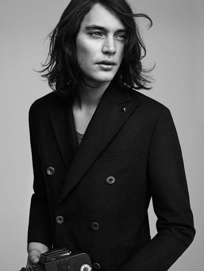 modèles cheveux longs hommes tendance mannequin coiffure