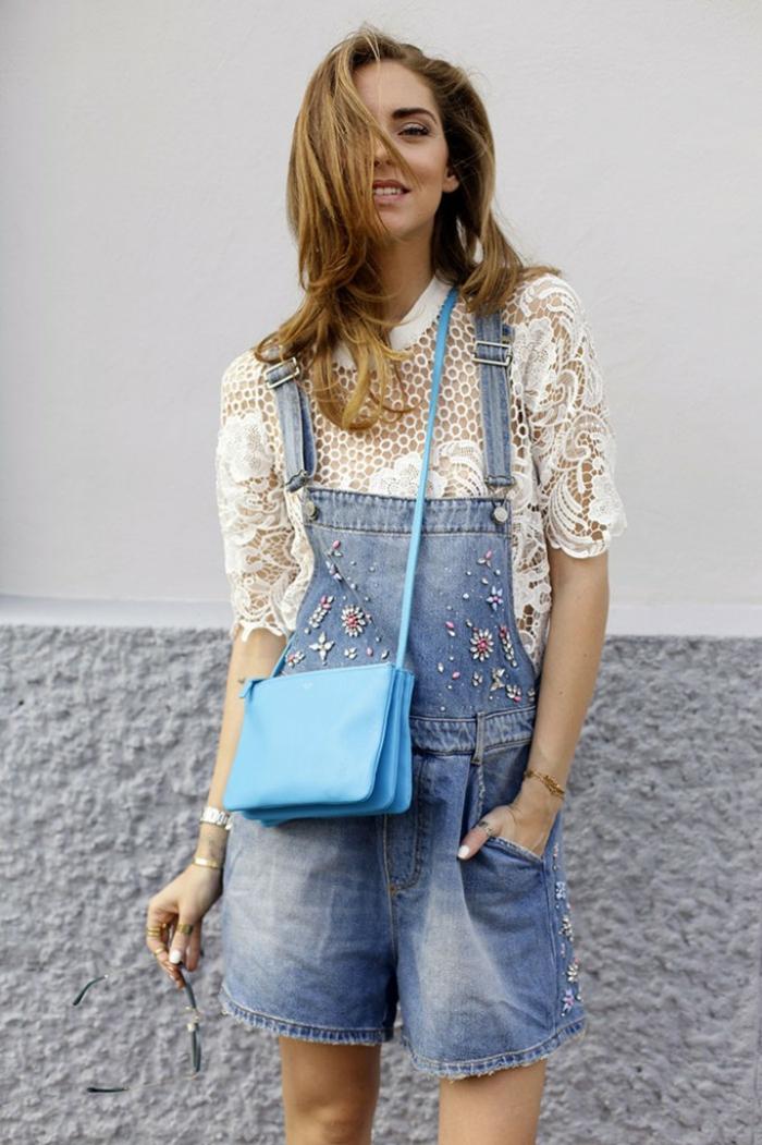 Comment porter une salopette image inspiration tenue salopette bijoux sac bandoulière bleu top dentelle