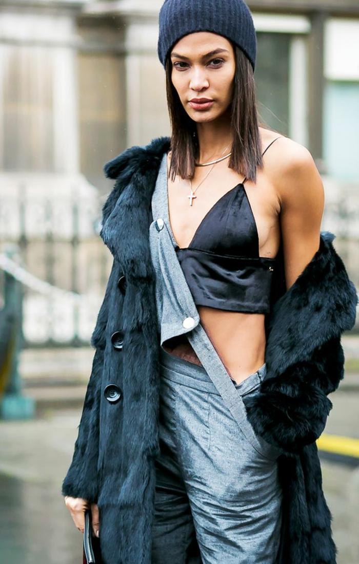 Une salopette jean noire mode salopette belle tenue gris salopette