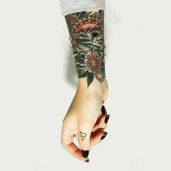 Tatouage hirondelle old school tatouage rock n roll manche
