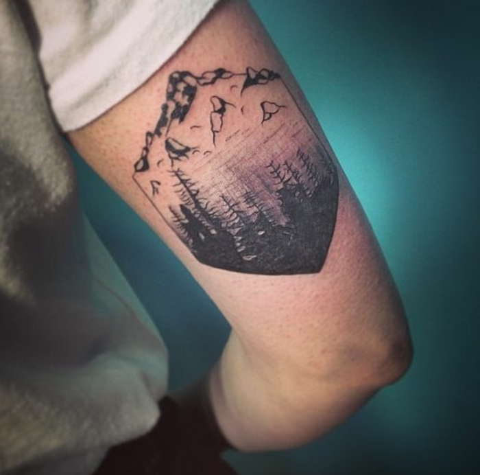les plus beaux tatouage, paysage tatoué au bras, tatouage stylé et inspirant pour homme