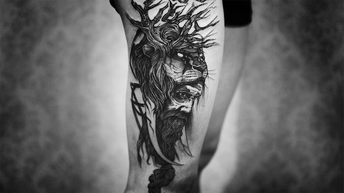 tatouage homme, homme incarnation lion, majesté, force, tatouage sur les jambes