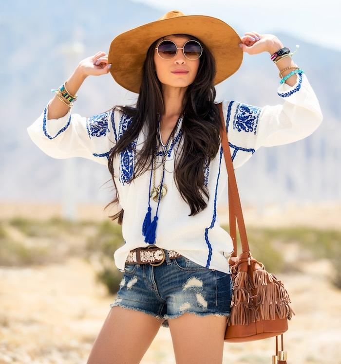 vetement boheme, ceinture marron avec déco blanche, bracelet en perles de bois, lunettes de soleil femme