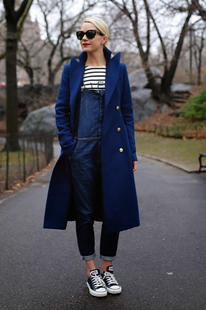 Mode salopette en anglais les salopettes overall ootd tenue de jour look hiver avec manteau bleu